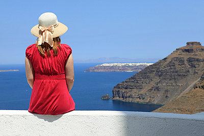 Urlauberin auf Santorini - p0452242 von Jasmin Sander
