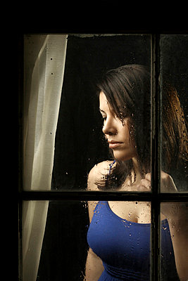 Woman by the window - p1019m776834 by Stephen Carroll