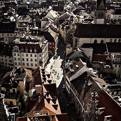 Blick auf die Stadt - p1065m1183403 von KNSY Bande