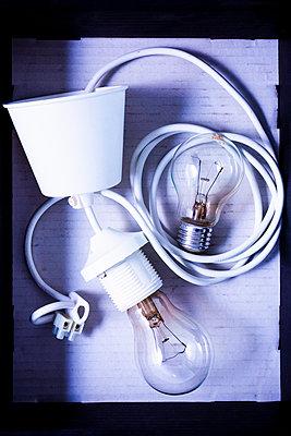 Lampe mit Stromkabel - p1149m2192770 von Yvonne Röder