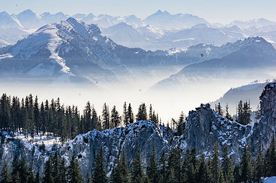 Germany, Bavaria, Aschau, winter landscape as seen from Kampenwand - p300m1356304 by Thomas Haupt