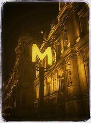Town hall with metro sign - p567m1095621 by Alexis Bastin