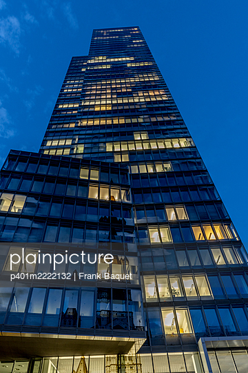 Modern office building in the evening - p401m2222132 by Frank Baquet