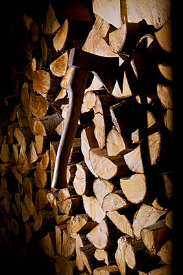 Axe and firewood - p1149m2014952 by Yvonne Röder