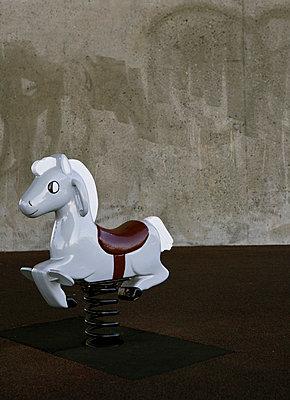 Schaukelpferd - p26816638 von Arne Landwehr