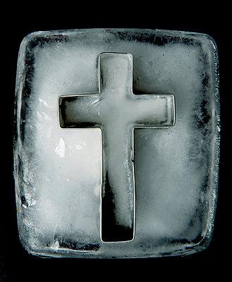 Kreuz im Eisblock - p451m889481 von Anja Weber-Decker