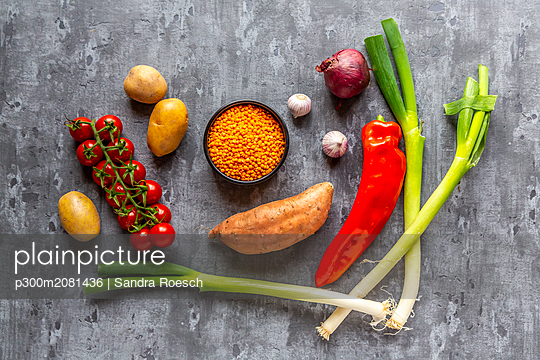 Ingredients of red lentil soup - p300m2081436 by Sandra Roesch