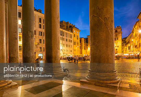 Pantheon Square illuminated at night, Rome, Lazio, Italy - p555m1311912 by ac productions