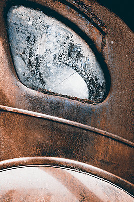 Rusty car - p1168m1109583 by Thomas Günther