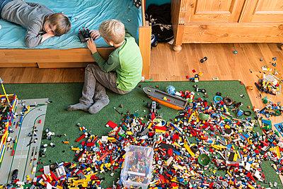 Chaos im Spielzimmer - p305m1091382 von Dirk Morla