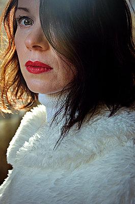 Portrait of beautiful mid adult woman - p577m2055192 by Mihaela Ninic