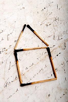 Streichholzhaus - p451m2043641 von Anja Weber-Decker