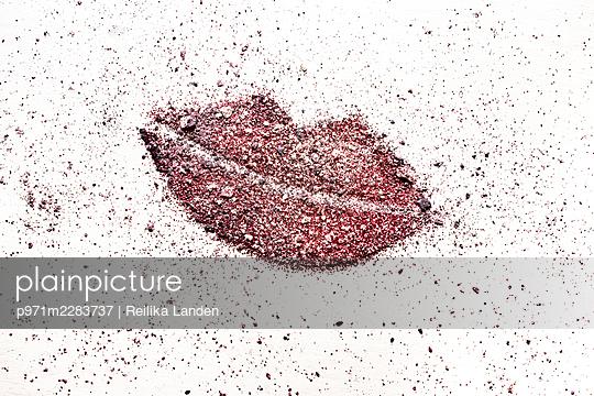 Cosmetics - p971m2283737 by Reilika Landen