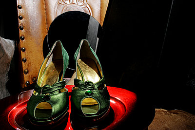 Green pumps - p1270m1114472 by Nathalie Mourot