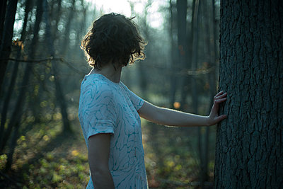Young woman in forest - p1321m1525069 by Gordon Spooner