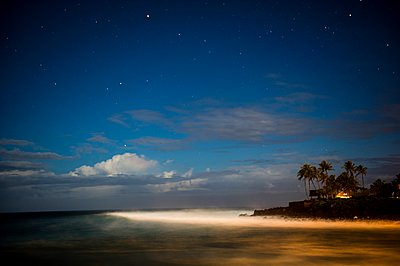 Waimea under the stars - p1424m1501152 by Dylan Lucas Gordon