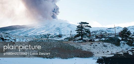 Eruption - p1683m2272042 by Luisa Zanzani