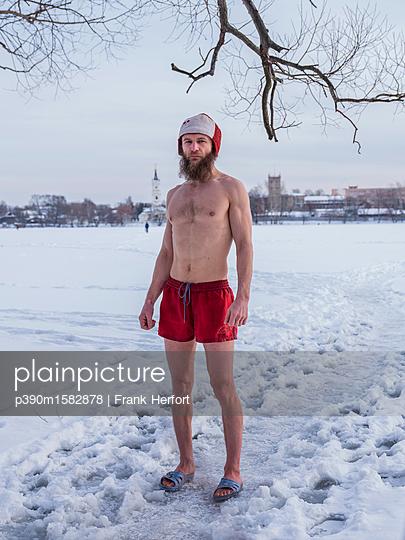 Eisbaden in Moskau - p390m1582878 von Frank Herfort
