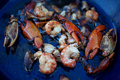 Freshwater Yabby claws and prawns in cooking oil in pan - p301m799662f by Tobias Titz