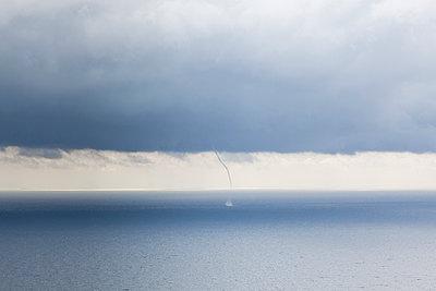 Tornado auf dem Meer - p712m1160016 von Jana Kay