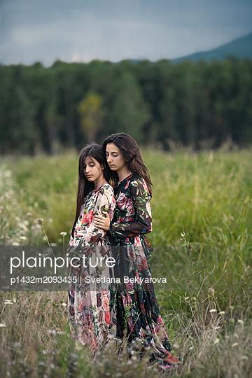 Schwestern - p1432m2093435 von Svetlana Bekyarova