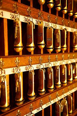 Hotelrezeption - p1259m1064600 von J.-P. Westermann