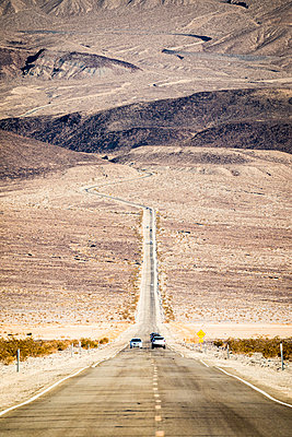 US 190 road, Death Valley National Park, California, USA - p651m2152388 by Stefano Termanini