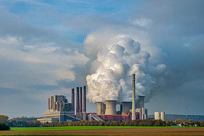 Germany, Grevenbroich, modern brown coal power station - p300m2058708 von Frank Röder