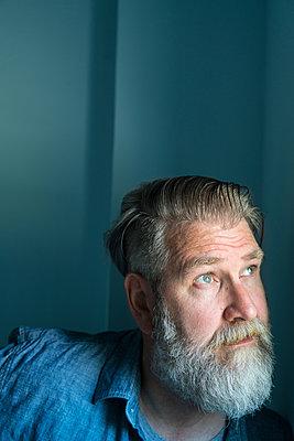 Mann mit Bart, Porträt - p427m1466439 von R. Mohr
