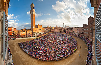 Piazza del Campo, UNESCO World Heritage Site, fully crowded during the Siena Palio, Siena, Tuscany, Italy - p871m2122919 by Antonio Busiello