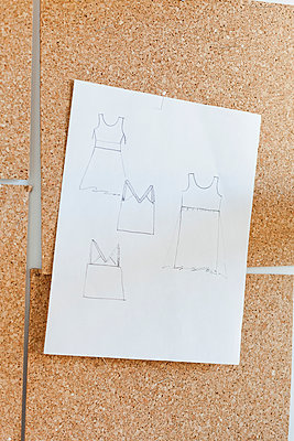 Drawing of clothes on pinboard - p956m892207 by Anna Quinn