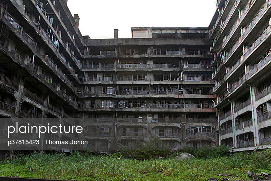 Large abandoned building - p37815423 by Thomas Jorion