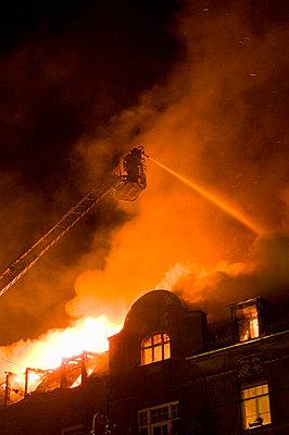 Dachstuhlbrand, München, Oberbayern, Bayern, Deutschland - p1316m1160384 von Peter von Felbert