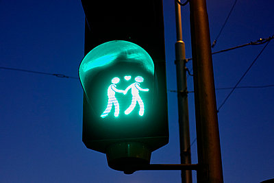 Green pedestrian light - p851m1481622 by Lohfink