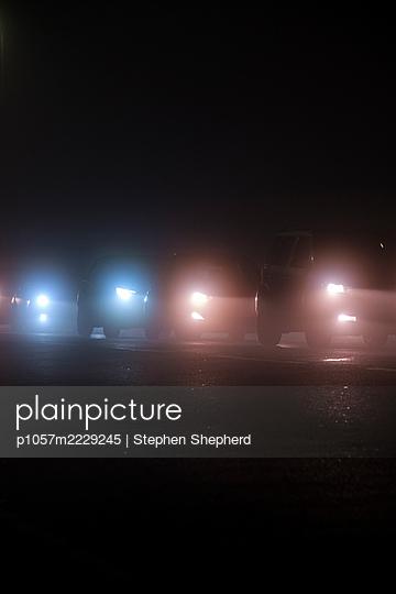 Car headlights at night - p1057m2229245 by Stephen Shepherd