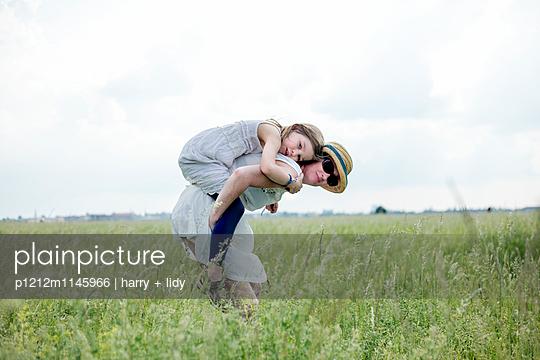Huckepack - p1212m1145966 von harry + lidy