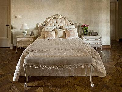 Noble bedroom - p3900337 by Frank Herfort