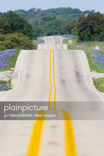 Scenic Country Road - p1100m2090928 by Mint Images