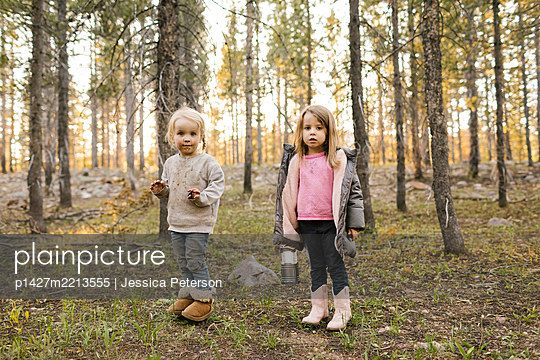Portrait of two girls (2-3, 4-5) standing in forest, Wasatch Cache National Forest - p1427m2213555 by Jessica Peterson