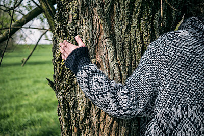 Close-up of woman hugging a tree - p300m1023360f by Richárd Bellevue