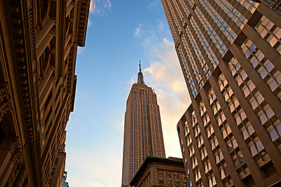 Empire State Building - p851m1048584 by Lohfink