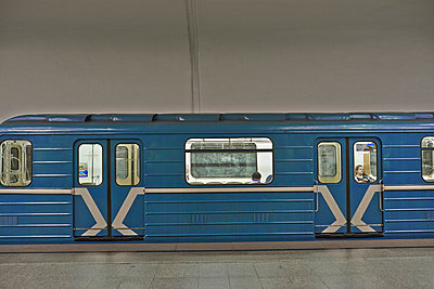 Metro oder U-Bahn - p390m973230 von Frank Herfort