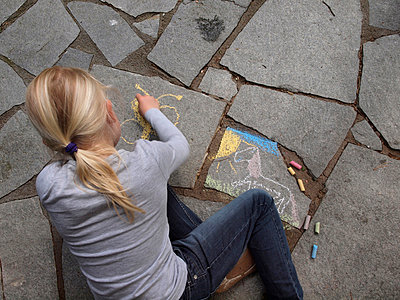 Little girl drawing on stones - p132m701014 by Peer Hanslik