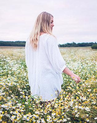 Summer - p1507m2063923 by Emma Grann