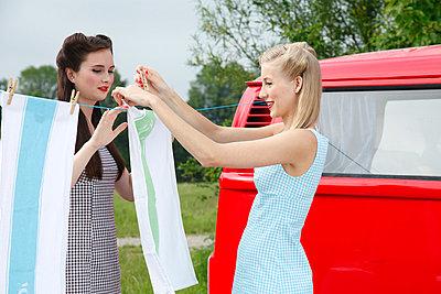 Wäsche aufhängen - p2490809 von Ute Mans