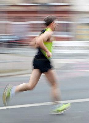 Läufer - p824m715409 von jochen leisinger