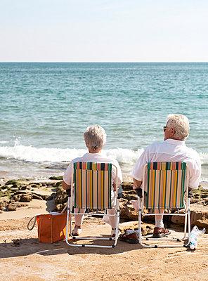 Tourist couple - p1092m879872 by Rolf Driesen