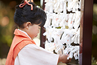 Japanese girl at Seven-Five-Three ceremony - p307m887707f by Imaggio
