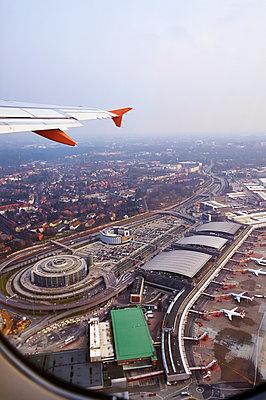 Takeoff - p851m925240 by Lohfink