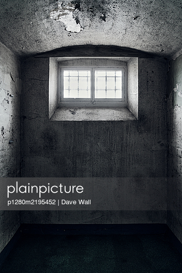 Empty prison cell - p1280m2195452 by Dave Wall